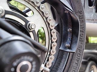 Corrección protector de cadena Yamaha XSR700 Protec11