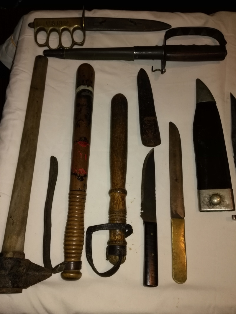 Trench clubs and fighting knives Img_2146