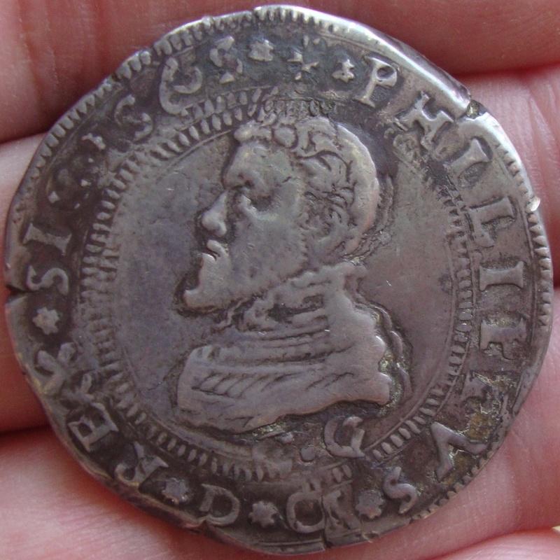 escudo ó 10 taris  messina CG felipe II 1565 sobre 1555 Dsc04627