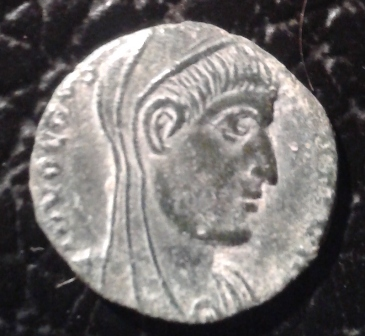 AE4 póstumo de Constantino I. AETERNA PIETAS.  Arlés 20160911