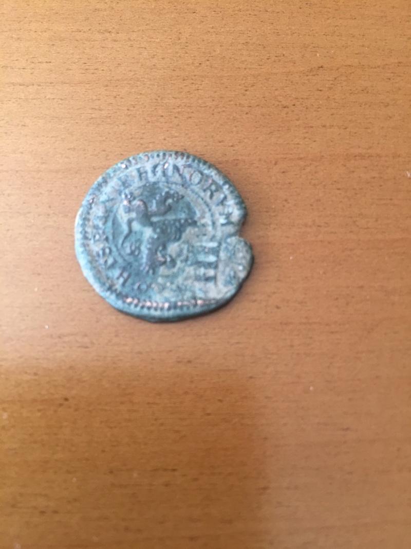 Bonita moneda resellada Img_1328