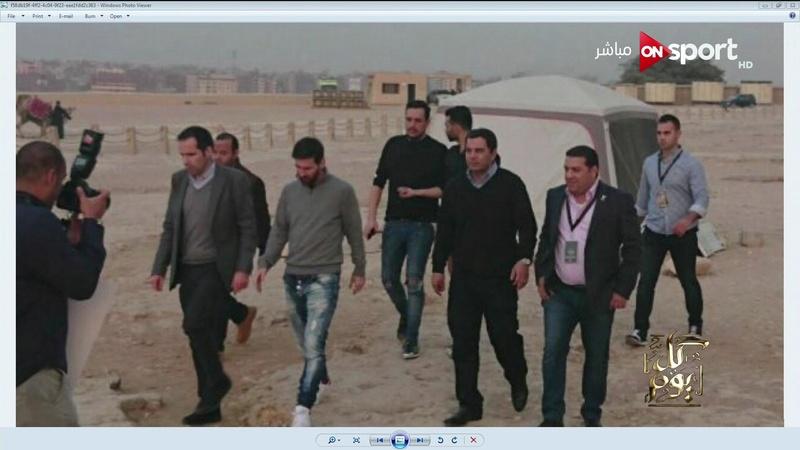 لاعب كرة القدم العالمي(ليونيل ميسي) في مصر أمس 21 / 2 / 2017 The international soccer player ( leonel messi ) in egypt Oaa_210