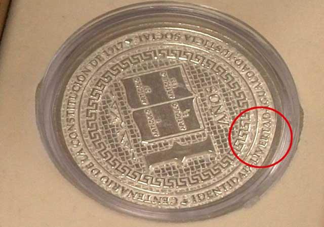Se dan diputados de Zacatecas onzas de plata con error ortográfico 81759-10