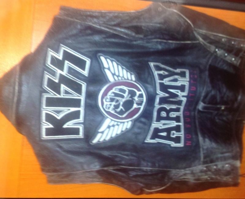 OfFICIAL KISS ARMY VEST Image14