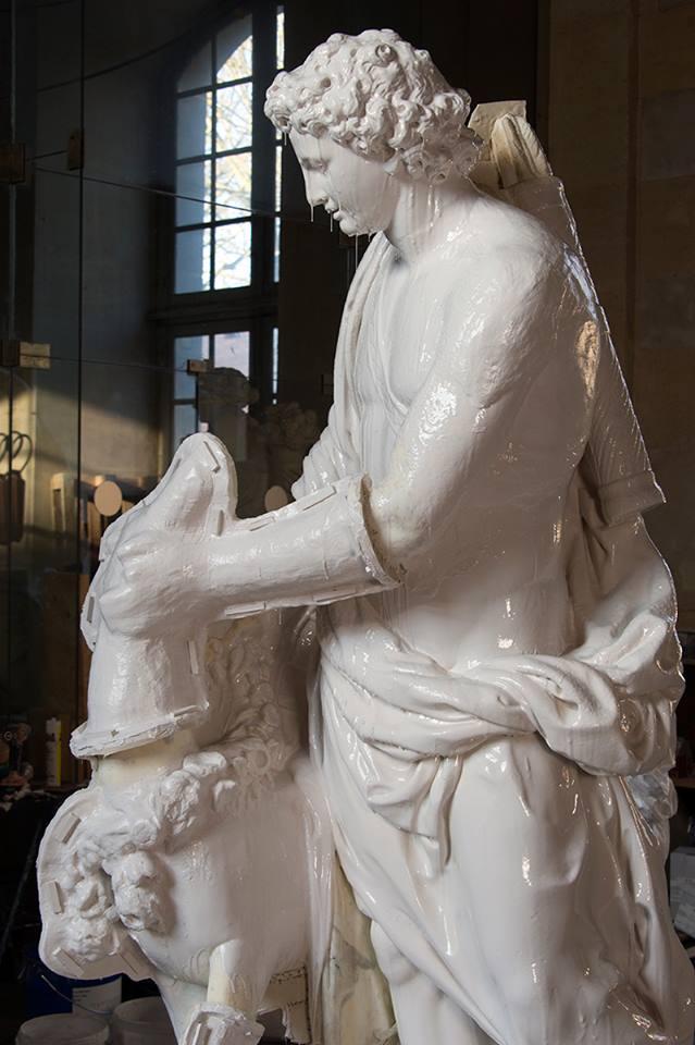 Visite à l'atelier de restauration des sculptures du C2RMF - Page 2 18920310