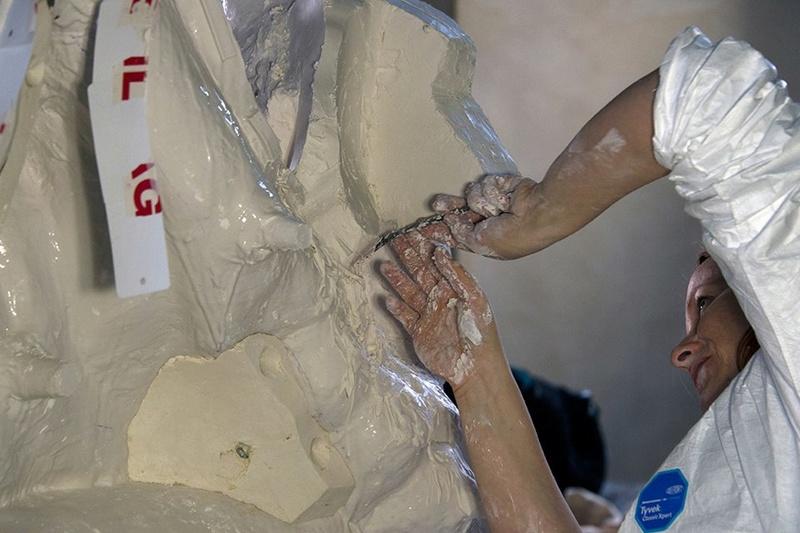 Visite à l'atelier de restauration des sculptures du C2RMF - Page 2 19060010