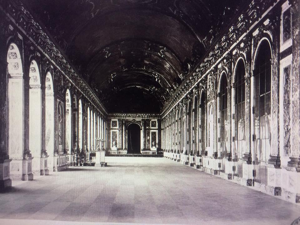 Exposition « Trônes en majesté, l'autorité et son symbole » - Page 8 Galeri14