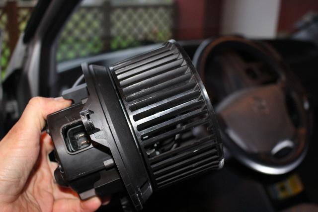 Tuto Changement du moteur de ventillation habitacle Photo_23