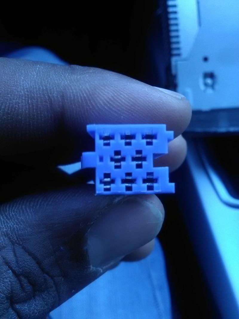 [Tuto] Rajouter prise auxiliaire et/ou USB sur l'autoradio de série Prise_10