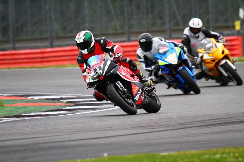 Track Day em Silverstone GSX-R600 810