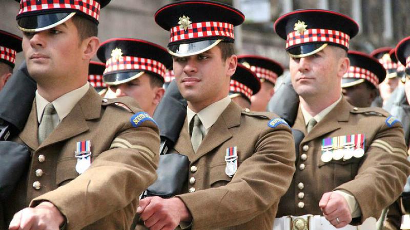 Les casquettes des Guards britanniques 18831310