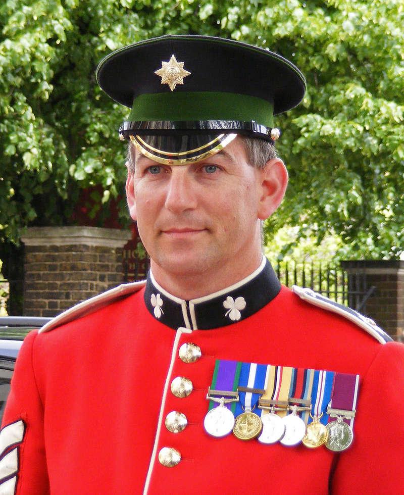 Les casquettes des Guards britanniques 36158810