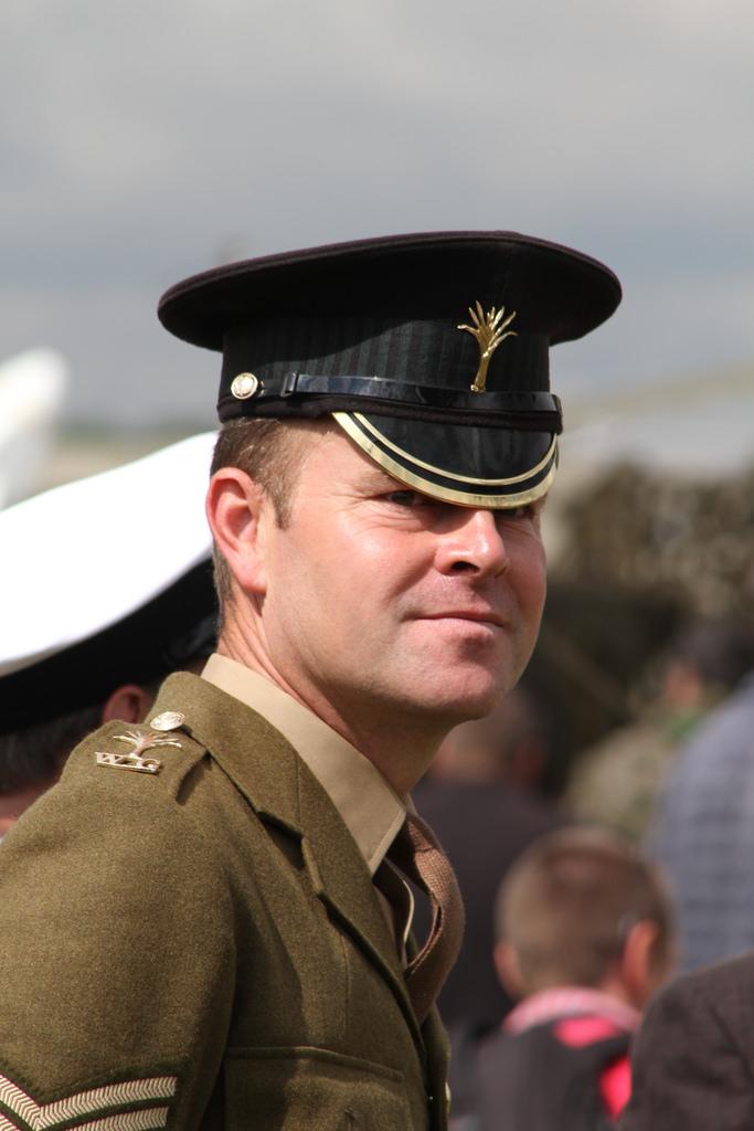 Les casquettes des Guards britanniques 76250810