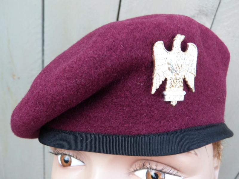 les bérets des Guards britanniques P1150015