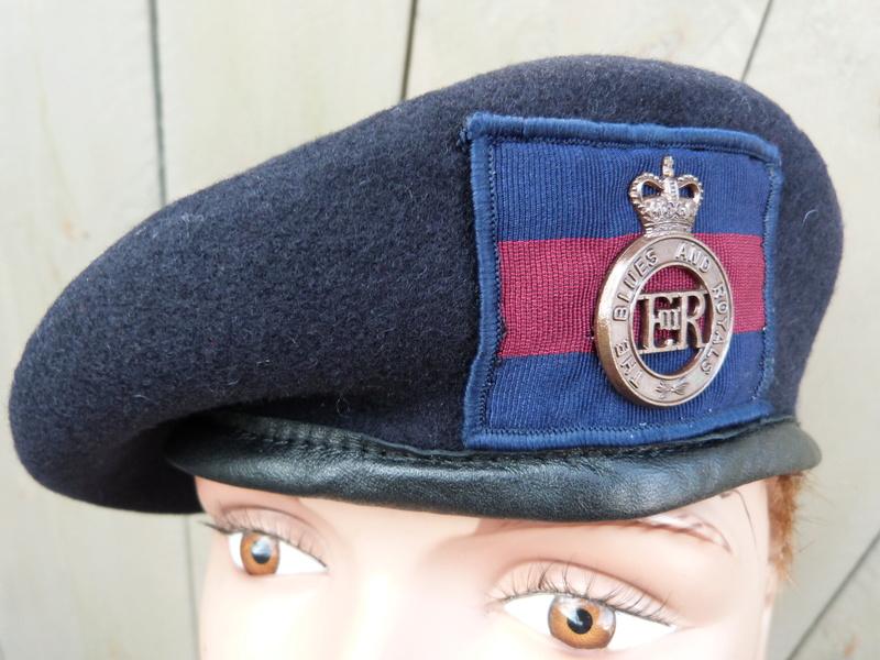 les bérets des Guards britanniques P1150016