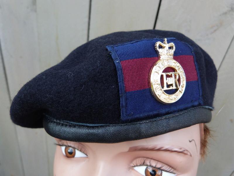 les bérets des Guards britanniques P1150017