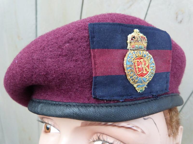 les bérets des Guards britanniques P1150019