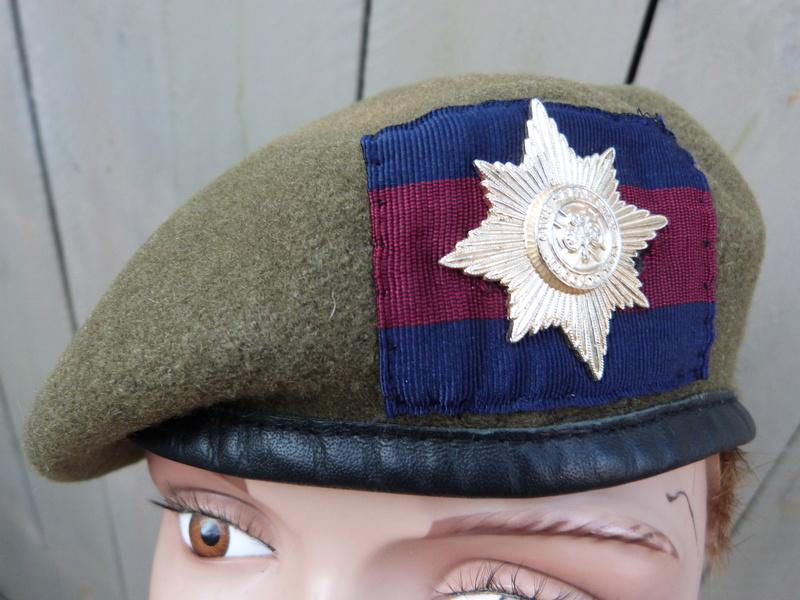 les bérets des Guards britanniques P1150020