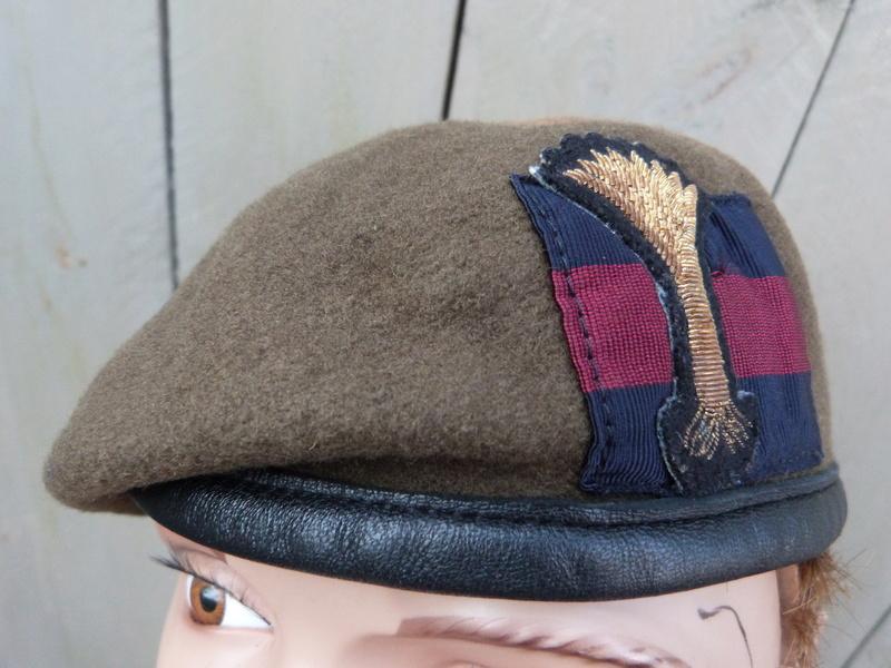 les bérets des Guards britanniques P1150021