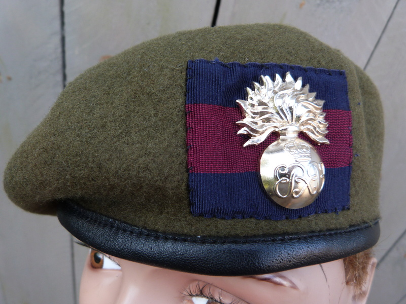 les bérets des Guards britanniques P1150022