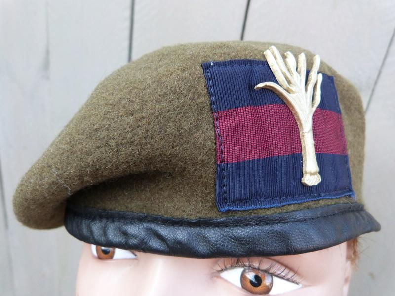 les bérets des Guards britanniques P1150023