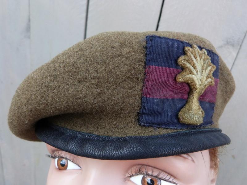 les bérets des Guards britanniques P1150024