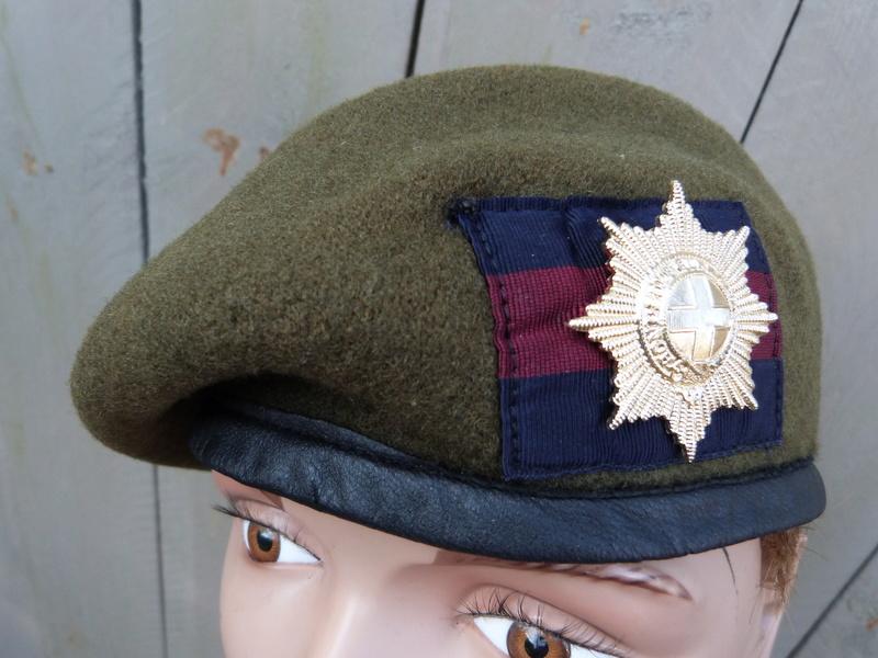 les bérets des Guards britanniques P1150025