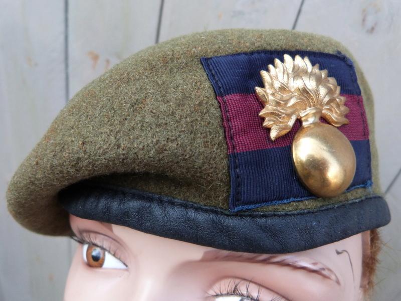 les bérets des Guards britanniques P1150026