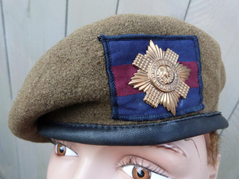 les bérets des Guards britanniques P1150027