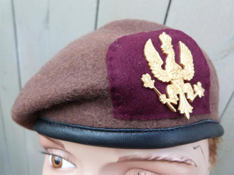 Le béret brun des King's Royal Hussars P1150054