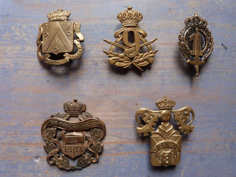 Coiffures et insignes belges P1150212
