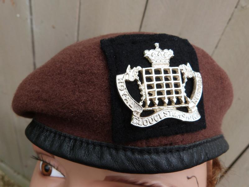 Le béret brun des King's Royal Hussars P1150263