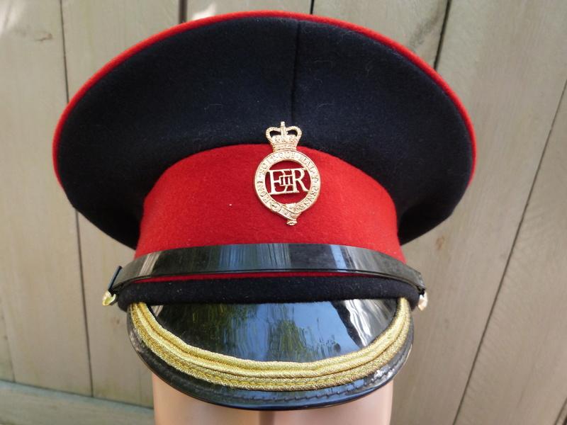 Les casquettes des Guards britanniques P1150514