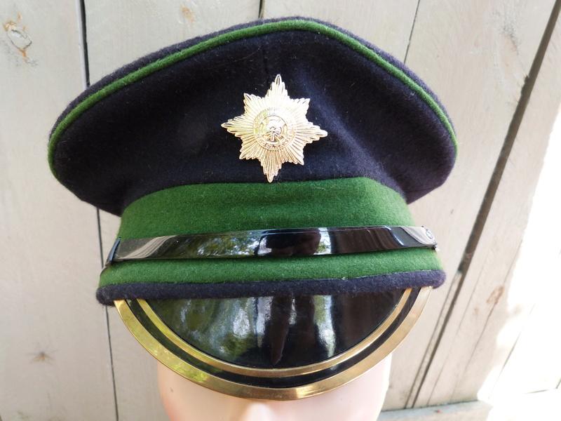 Les casquettes des Guards britanniques P1150516