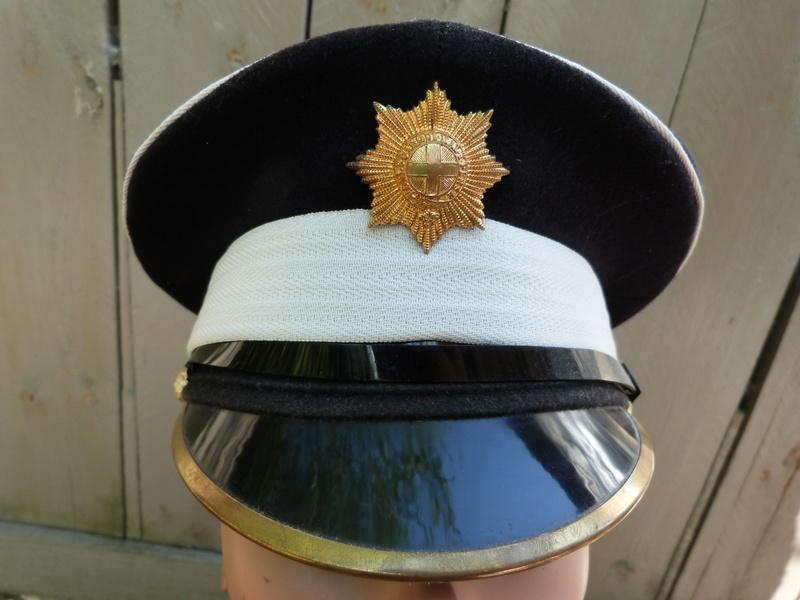 Les casquettes des Guards britanniques P1150517