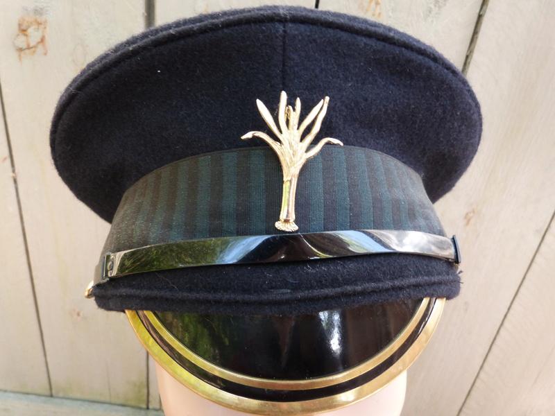 Les casquettes des Guards britanniques P1150518