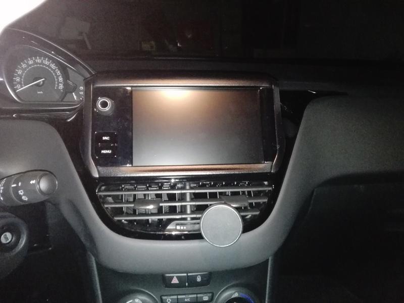 Righe sulle plastiche lucide interno auto Img_2010