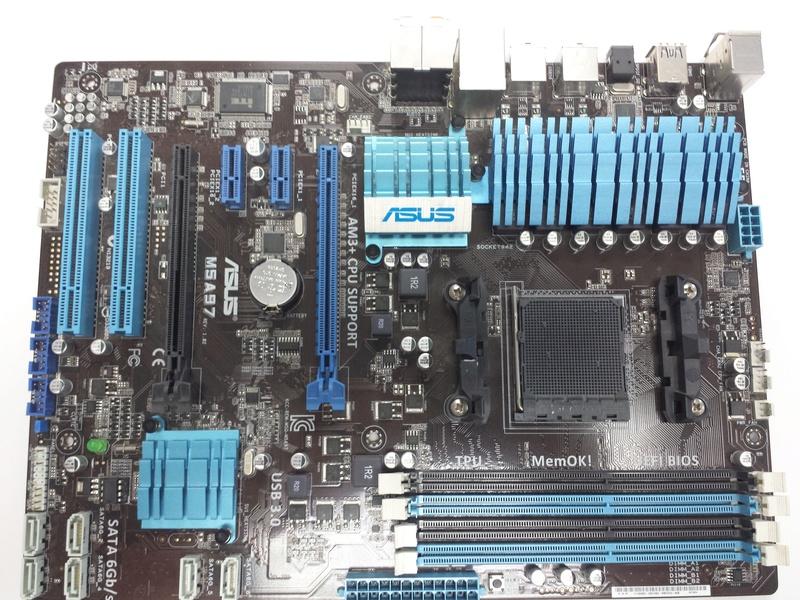 motherboard M5A97  en tres bon etat 20170311