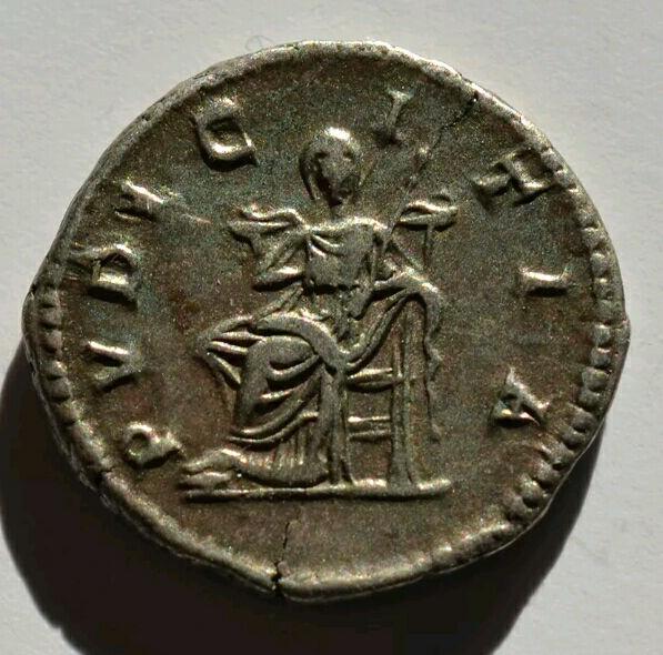 Denario de Julia Domna. PVDICITIA. Pudicitia veladasedente a izq. Ceca Roma?, Laodicea? Captur12