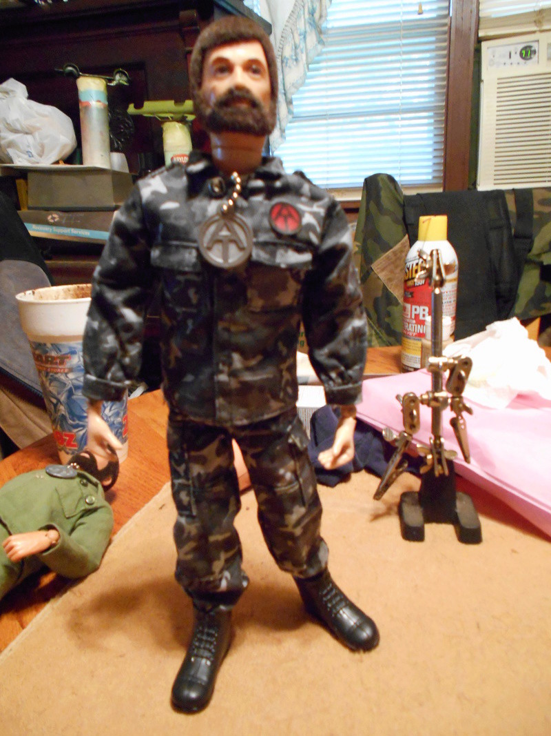 Replacing My Non-Working Vintage Talking Commander Torso With A Working One Pix_f135