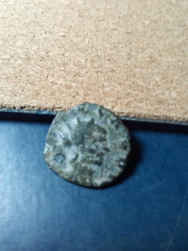 Radiado póstumo de Claudio II.  CONSECRATIO.  Águila Img_2084