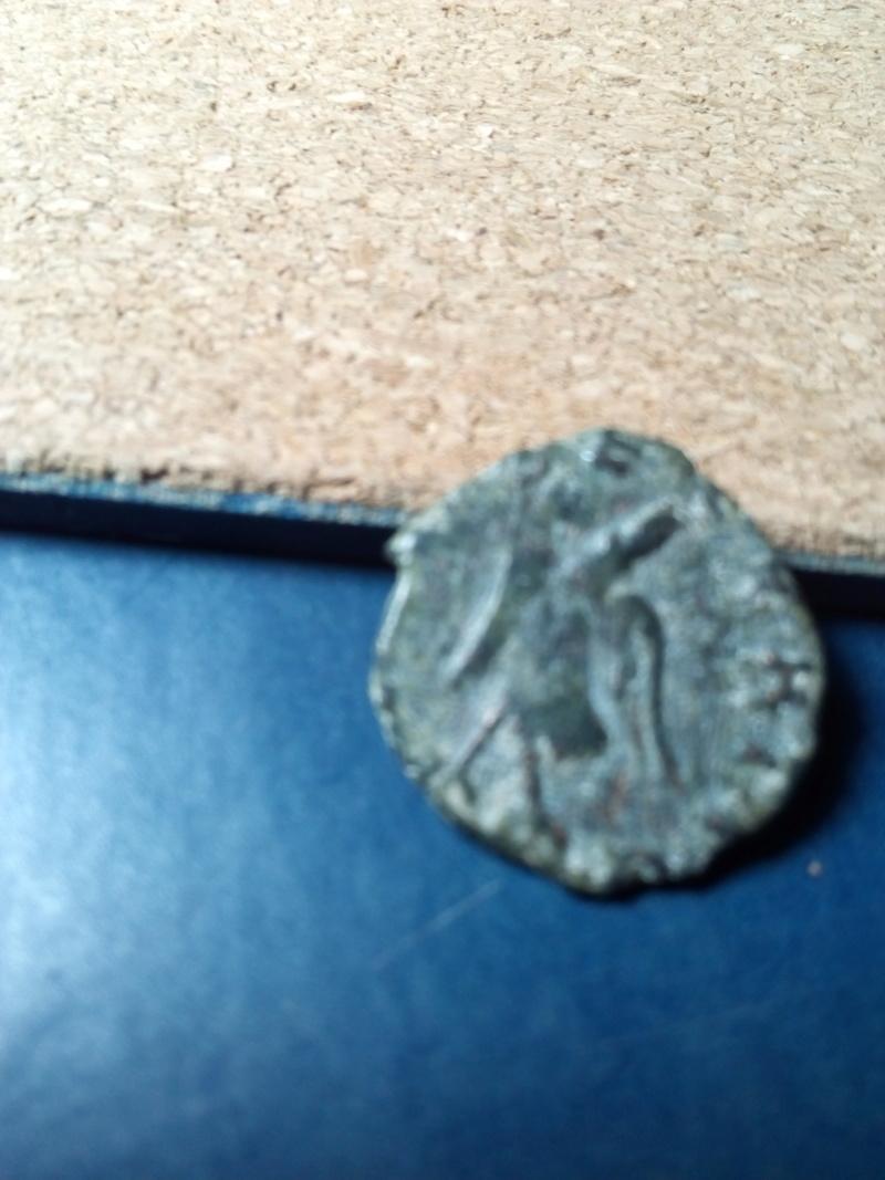Radiado póstumo de Claudio II.  CONSECRATIO.  Águila Img_2085