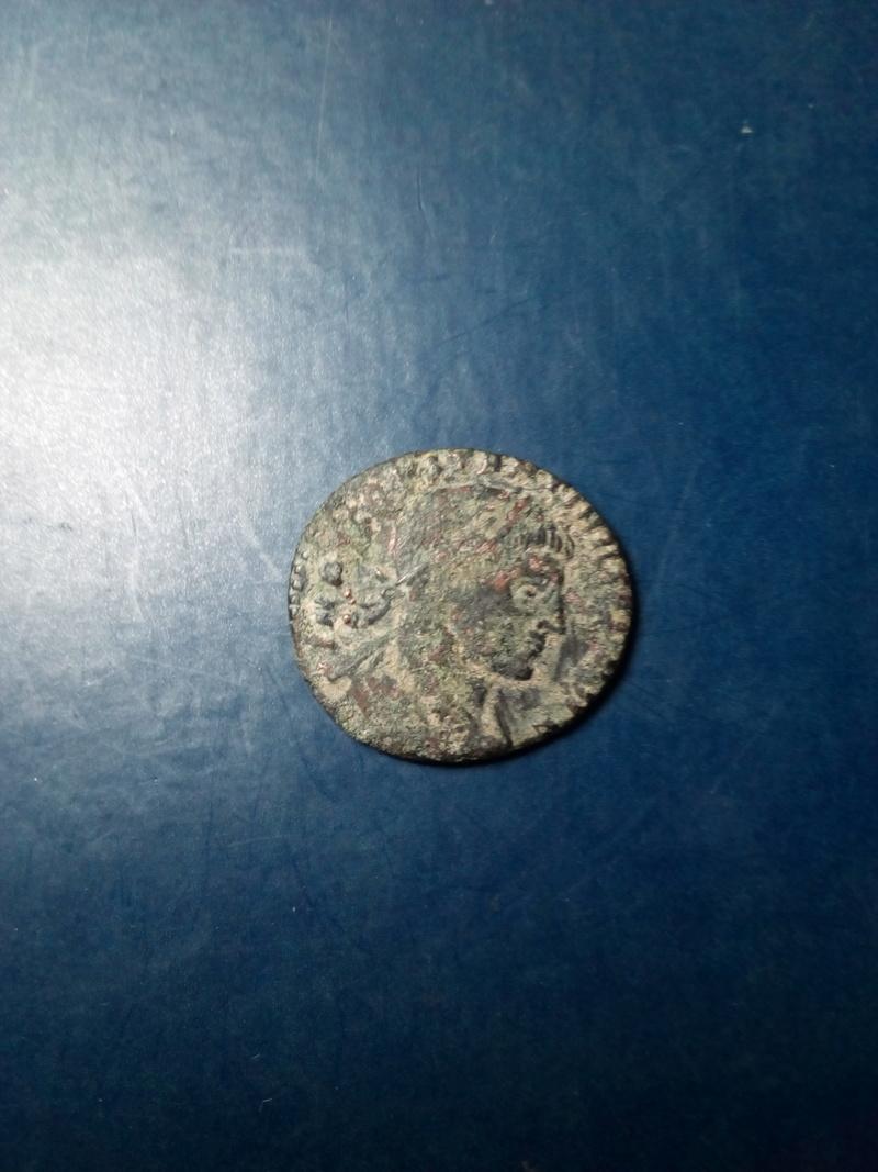 AE3 de Constantino I. SOLI INVICTO COMITI. Roma Img_2124
