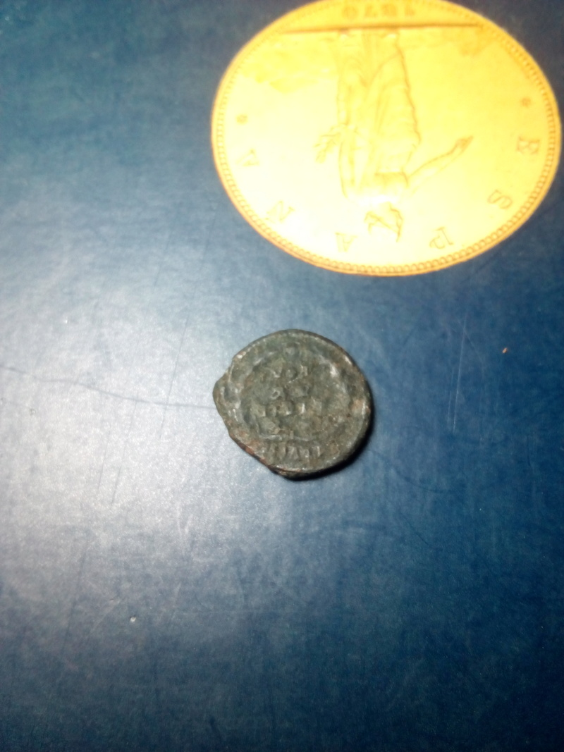 AE4 de Valentiniano II. VOT / XV / MVLT / XX. Aquilea Img_2169