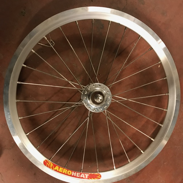 [VENDU] Paire de roue custom Brompton / Phil Wood + SA BWR 6v + Velocity AeroHeat  Img_0911