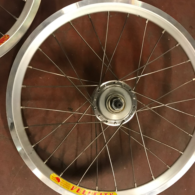 [VENDU] Paire de roue custom Brompton / Phil Wood + SA BWR 6v + Velocity AeroHeat  Img_0912