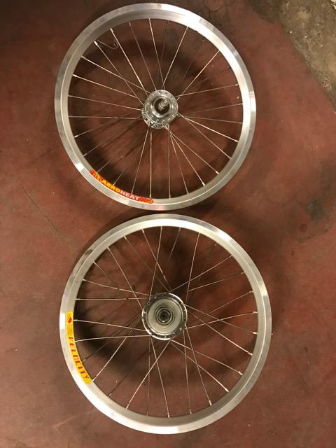 [VENDU] Paire de roue custom Brompton / Phil Wood + SA BWR 6v + Velocity AeroHeat  Img_0913