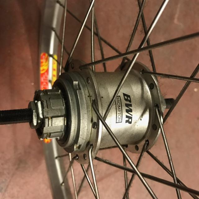 [VENDU] Paire de roue custom Brompton / Phil Wood + SA BWR 6v + Velocity AeroHeat  Img_0915