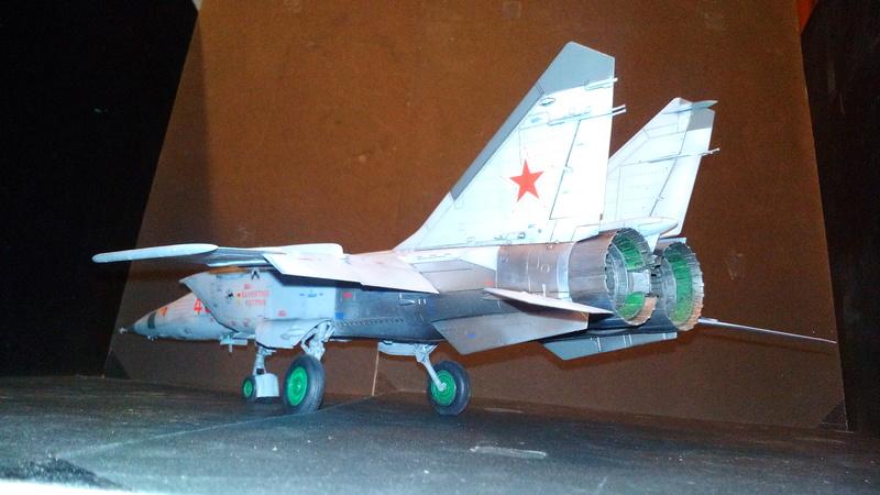 Mig-25 RBT 1/48 ICM Img_2040