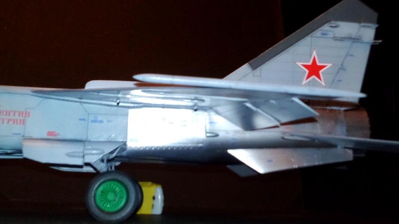 Mig-25 RBT 1/48 ICM Img_2050